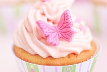 Plunger Cutter Inspiration / We love plunger cutters and the way they can transform a cupcake!