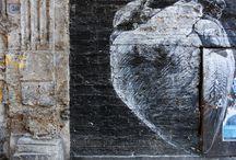 Street Art Palermo / In giro per Palermo capita spesso di essere sorpresi da scorci inaspettati, spazi nascosti, luoghi surreali e soprattutto splendidi graffiti. Sono moltissimi infatti i murali che colorando vecchi edifici caratterizzano ormai gran parte del tessuto storico palermitano. Spesso però negligenza e noncuranza ne hanno causato la scomparsa.  PUSH approfittando dell'aggiornamento della pagina Facebook documenta settimanalmente questo patrimonio promuovendo Palermo e i suoi artisti.