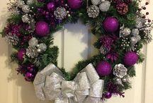 vánoční věnce na dveře fialové