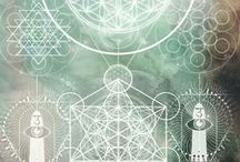 We ♥ Sacred Geometry / Luna and I spend a large amount of time immersing ourselves in the mysteries of life. Sacred geometry is a sacred reminder that everything is energy.