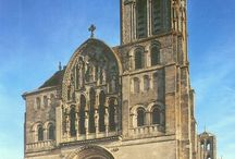 Romanesque french architecture / Selected works of french architecture from romanesque style.