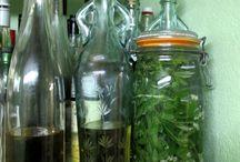 Liqueur d'aspérule odorante / Il s'agit en fait d'un macération de schnaps, sucre et d'une plante aromatique : le gaillet odorant  (Asperula odorata) également appelé waldmeister ou waldi chez nous.  Cette liqueur digestive est ainsi nommée par métonymie, Waldmeister étant le nom en allemand de l'aspérule.