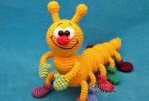muñecos de crochet.