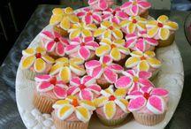Cakes & cupcakes & cookies