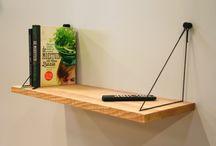 Hangplank Sling / De Sling is een uniek ophangsysteem voor wandplanken. De solide muurhaak -stevig & stijlvol ontwerp – is het anker punt voor technisch koord in frisse kleuren. Samen met de massief houten planken heb je een stijlvolle design wandplank.