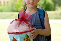 Kindergarten, Schule und Erziehung / Mit dem Beginn des Kindergartens werden die KInder langsam selbständiger. Wir begleiten den Weg Ihrer Kinder vom Kindergarten, über Pubertät und Schule bis zum Auszug aus dem Kinderzimmer