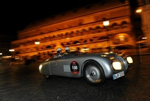 Mille Miglia 2012 / İtalya'nın en popüler etkinliklerinden biri olan antika otomobillerin yarıştığı 2012 Mille Miglia, her zamanki gibi yine muhteşemdi. Daha önce 10 defa şampiyon olmuş İtalyan sürücümüz Giuliano Canè ve partneri Luica Galliani, 1939 BMW 328 Mille Miglia Roadster'ları ile yarışmayı ikinci sırada bitirdiler. Bütün sürücüleri -özellikle BMW Klasik ekibini- ortaya çıkarttıkları mükemmel işler nedeniyle kutluyoruz.