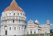 Pisa, Piazza dei Miracoli / Celebre spazio pisano, che fonde con armonia tre degli edifici più importanti al mondo