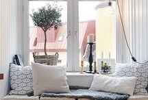 Sofabenk ved vindu