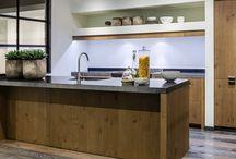 Old Wood keukens / Een geweldig keukenlijn binnen ons assortiment is de Old Wood of te wel de houten keukens. Deze kunnen op maat gemaakt en in diverse dessins geleverd worden.