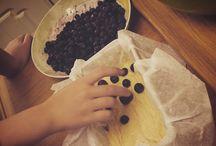 Mańka Pichci / Nasza Emanuella zwana Mańką/Emi  ma 9 lat i uwielbia SŁODKĄ stronę kuchni, dlatego sama się w niej wykazuje, a swoje cukierniczo-kulinarne zdolności chce bardziej rozwijać ...  Ja dumna Mama Mańki postanowiłam stworzyć album na swoim profilu, gdzie będę publikowała efekty jej przygody w kuchni  :)