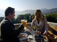 """Genießerlandregion Tegernsee / Die Genießerland-Region Tegernsee kann mit Stolz behaupten, im Umkreis von 25 Kilometern die höchste Gourmet-Dichte in ganz Bayern zu haben. Und exklusiv meint in diesem Sinne nicht, dass hier nur Sterne und Hauben das Prädikat """"wertvoll"""" verdienen, sondern die Tatsache, dass die Gastgeber auf regionale Produkte setzen. / by Ferienregion Tegernsee"""