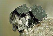 Bixbyite / Oxyde : (Mn+++,Fe+++)2O3