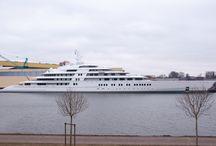 Dünyanın En Büyük Yatı Azzam / Lürssen Tersanesi'nin yaptığı dünyanın en büyük yatı Azzam denize atıldı. 180 metrelik yüksek süratlerde derin olmayan sularda da seyir kabiliyetine sahip muhteşem bir mega yat...  #denizsizasla #yacht