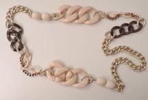 Collane / Collane corte, lunghe, lunghissime con resine colorate, catene e pietre dure