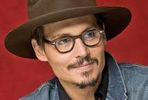 Ce ochelari poarta celebritatile / Trend setters si imaginile iconice ale celebriatilor ce aleg sa poarte ochelarii ca accesoriu al rafinamentului