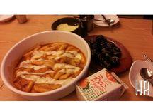 떡볶이(Tteok-bokki) / This dish is my favorite. Its spicy and Korean dish. Its called 떡볶이(Tteok-bokki).