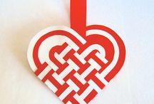 ajándék meghívó dekoráció - fűzött szív