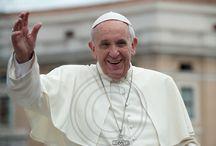 Papa Francesco / Foto di Papa Francesco a Piazza San Pietro durante il giro tra i fedeli sulla Papa mobile.