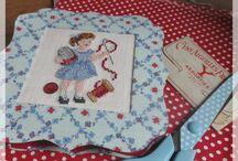 """""""Le Bazar de Sophie Picoteuse"""" : J'Adore !!! / Broderie, cartonnage et l'art des jolies mises en scène Vintage ! Jolie promenade ! http://sophiel.canalblog.com/"""