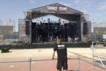 Montaje de Garage Sound Fest / Gran festival de rock en el que montamos las carpas, las jaimas, las vallas de seguridad, el pórtico de entrada, las plataformas  y, como no, el escenario sobre plano,  ¡Festival memorable!