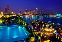 Roof Top Bars Around The Globe / Luxurious rooftop bars, with exceptional views and stylish settings, around the world