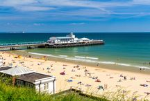 Bournemouth / Bournemouth is a cosmopolitan seaside resort, with miles of golden sands and sparkling sea.