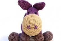 Nuestros amigurumis / Amigurumis de crochet personalizados, muñecos de ganchillo hechos a mano. Para ti o para hacer un regalo original para bebés o mayores.