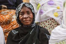 """PROGETTO: """"Sistema di microcredito per 60 donne"""" / Le immagini delle donne africane beneficiarie del progetto realizzato in Burkina Faso da Tamat ONG in partenariato con l'associazione ICCV Nazemse, realizzato anche grazie al contributo dell'8x1000 della Tavola Valdese. Il progetto sostiene la creazione di micro imprese femminili valorizzando nello stesso tempo l'associazionismo locale tramite un'opera di tutoraggio e formazione."""