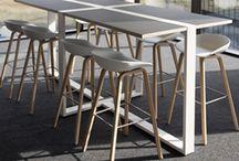 sta tafel kantoor / Strakke witte sta tafels om staand achter te kunnen werken.