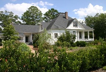 Adams Farmhouse / The Adams Farmhouse was built in the 1890s. The historic property was moved to its current location where its preservation is one of the central goals of the Columbus Botanical Garden. Features include a full kitchen, wraparound porch, bridal suite and brick patio.