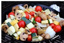 Picnic Ideas / Hosting a BBQ, make it a backyard picnic. July is National Picnic Month.