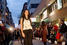 Let it Slow! / Un gran desfile en pleno centro de la ciudad. Un canto a la libertad y al respeto por la Naturaleza y por las personas materializado en las propuestas de los diseñadores españoles que participaron en el.