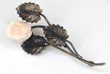 www.artantik.ro / Magazin online de bijuterii vintage si antichitati. O gama larga de bijuterii dedicate colectionarilor si nu numai. Bijuterii din argint, obiecte din argint ce pot fi cadouri de craciun memorabile.