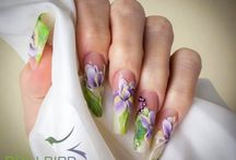 Unghii cu modele florale