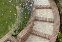 Curved steps garden