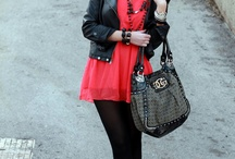 Fashion&Style: Red/Coral red / by Chicisimo .