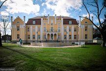 Gdynia Orłowo - Pałac / Pałac w Gdyni Orłowie zbudowany został w XVIII wieku. Przez wiele lat zmieniał swoich właścicieli. Początkowo był on posiadłością między innymi rodziny von Krockow. Przed wojną jego właścicielem był Związek Zawodowy Nauczycieli Polskich Szkół Średnich. Później stał się własnością Związku Nauczycielstwa Polskiego i działało w nim liceum ogólnokształcące. Kilka lat temu ZNP sprzedał zabytkowy budynek prywatnemu inwestorowi. Ten wyremontował gmach i utworzył w nim hotel Quadrille Conference&SPA.