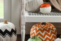 glamorous fall decor. / Fall decor can be glamorous and sophisticated. Here's how!