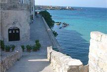 Salento e Gallipoli in barca a vela / Una vacanza in barca a vela lungo la costa del Salento. Si navigherà fra le meraviglie del Salento tra spiagge bianche e acque cristalline di questa penisola.