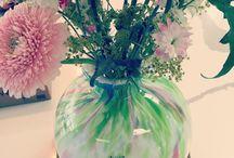 Flowers met hun Powers in huis / Om de week worden er bijzondere bloemen, potten en/of vazen verzorgd van Bloemtique Bamboe in Papendrecht. Een mooie eyecatcher bij ons in de winkel, naast de inspiratie voor keukens en badkamers  meteen even ideeën opdoen voor de accessoires dus ;)