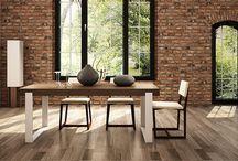 STÓŁ DO JADALNI / FRAME - nowoczesny stół do jadalni o prostej bryle. Zastosowanie naturalnego drewna dębowego w połączeniu ze szlachetnością lakierowanego aluminium lub stali nierdzewnej szczotkowanej daje efekt prostej, solidnej i jednocześnie lekkiej formy. Nowatorskie połączenie nogi stołu z blatem pozwala na płynne przejście obu tych elementów w jednej płaszczyźnie, przez co mebel doskonale prezentuje się zarówno z profilu jak i en face.