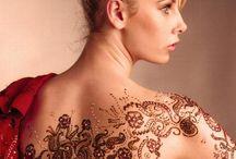 Tattoos / A tetoválás során az emberi vagy állati bőr pigmentálását változtatják meg a bőrrétegekbe vitt színezőanyagok segítségével a legkülönbözőbb célokkal, mint például a test díszítése, a törzsi hovatartozás jelzése, esetleg az azonosítás.