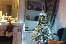 Новый год! / На обоях пепельно сиреневые розы... поэтому царица новогоднего настроения тоже в нарядах с розами) Наряжаем елочки к празднику Design House!!!