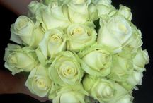 Wedding Flowers White Theme / Discover some of our wedding designs with a chic and elegant White Theme. Each peace created with Pride and Love