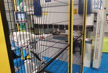MAKTEK Avrasya 2014 Fuarı Abkant Besleme Sistemi / Bu yıl 2. düzenlenen MAKTEK Avrasya 2014 Fuarı da TARA Robotik Otomasyon olarak MVD İnan firmasıyla birlikte abkant besleme sistemlerimizi sergiledik. Robot il beslenen presler oldukça güvenli ve hızlı üretime imkan sağlamaktadırlar.
