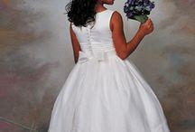 Bruidsmeisjes van de achterkant. / De achterkant van het bruidsmeisje moet toch ook mooi zijn.