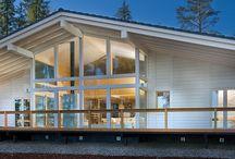 Polar-talot ja -huvilat / Polar-talomme ovat saaneen inspiraationsa keskieurooppalaisesta puupalkkirakenteesta ja Alppien chalet-majoista. Klassinen arkkitehtuuri yhdistyy  lattiasta kattoon ulottuvaan lasipäätyyn, jonka kautta ympäröivä luonto tulee osaksi sisustusta.