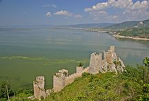 Along the Danube through Serbia / Along its 588 km course through Serbia, the Danube extends from the meeting of the Serbian, Hungarian and Croatian borders to its confluence with the Timok where the borders of Serbia, Bulgaria and Romania meet.