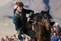Mongólia / csaták, építészet, népszokások ,temetkezések,